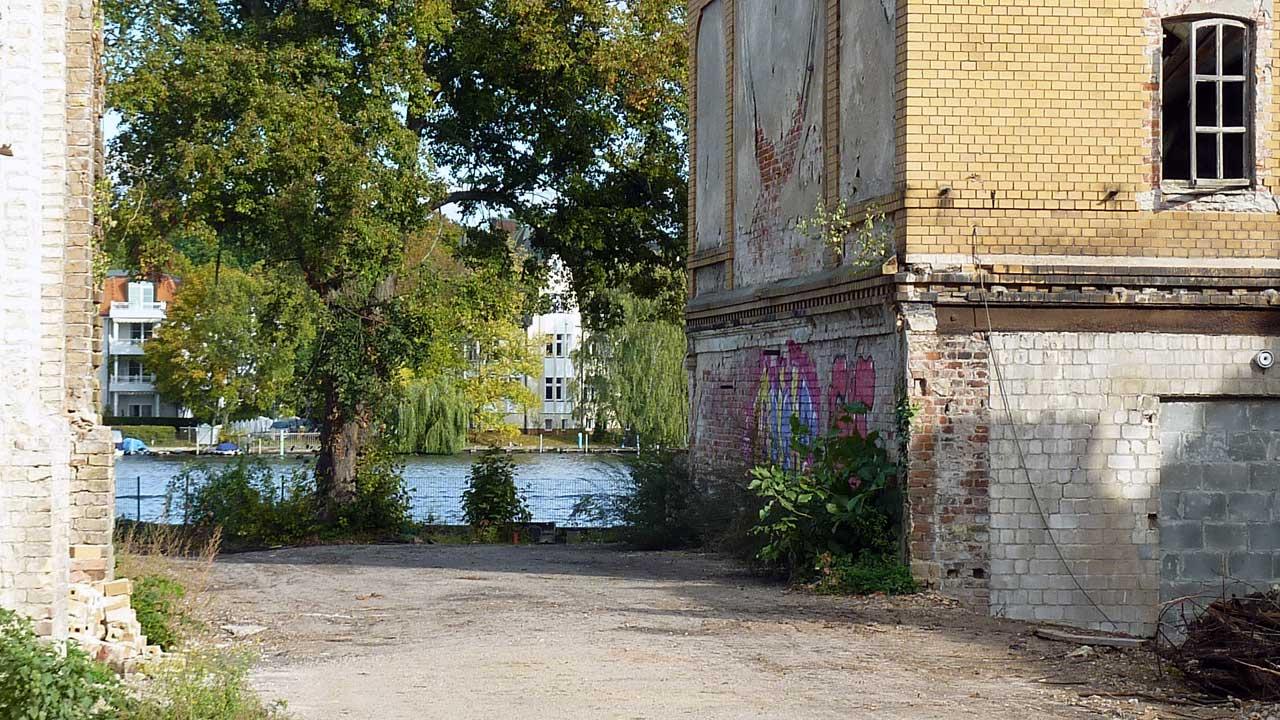 Riviera Grünau Ruine - Altes Gesellschaftshaus in Berlin Grünau